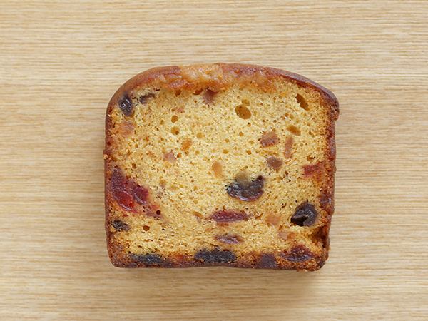 5種のドライフルーツと<br>アーモンドスライスのケーキ<br>1スライス¥350