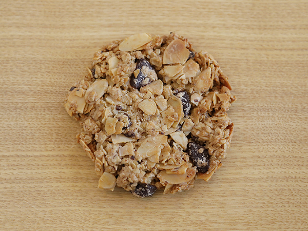 オートミールと<br>スライスアーモンドと<br>チョコレートのクッキー<br>1枚入り¥300