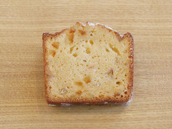 オレンジピールと<br>ホワイトラム酒のケーキ<br>ーカルダモンの香りー<br>1スライス¥350